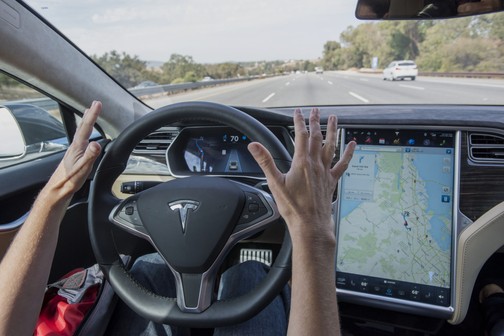 tesla-automatic-controlled-car-handsfree